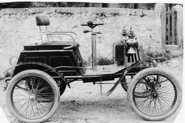 Image: The first car in Hayle