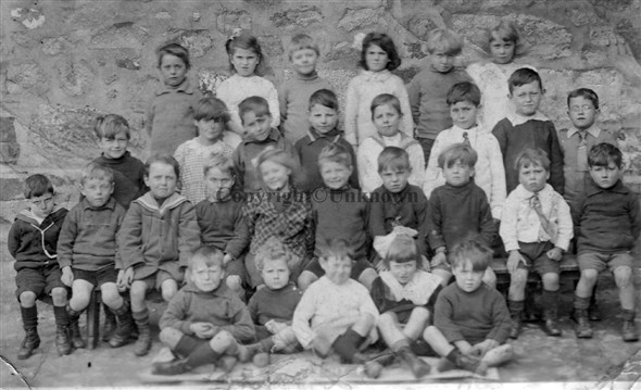 Image: Bodriggy School Infants class possibly 1920