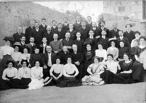 Image: Unknown group. May be a group of parishioners of Copperhouse Methodist Chapel.